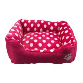 Cuna rosa con lunares perros pequeños y gatos